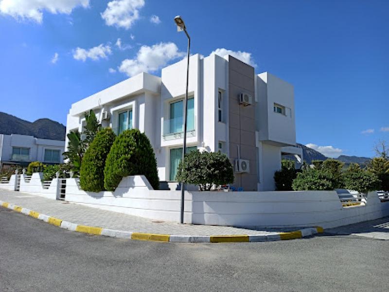 Girne Karaoğlanoğlu bölgesinde satılık ikiz villa Remax Golden Cyprus